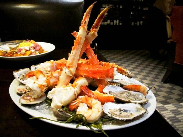 """Extravaganza"" - Alaskan King Crab Legs, Jumbo Shrimp, Oysters, Littleneck Clams ($90)"